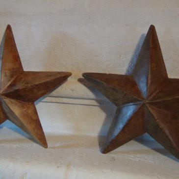 Paire d'étoiles de Noël en bois