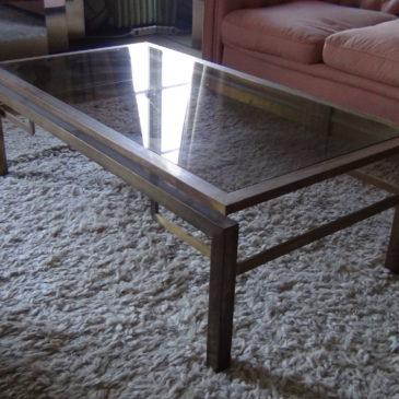 Table basse en bronze doré vers 1970