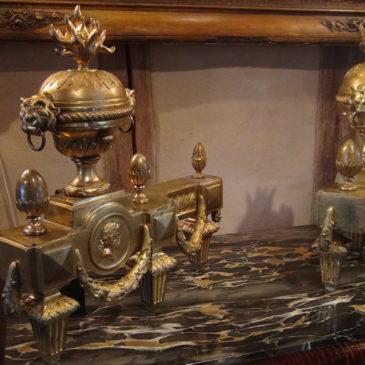 Paire de chenets en bronze doré style Louis XVI