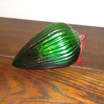 Boule de Noël ovoïde verte