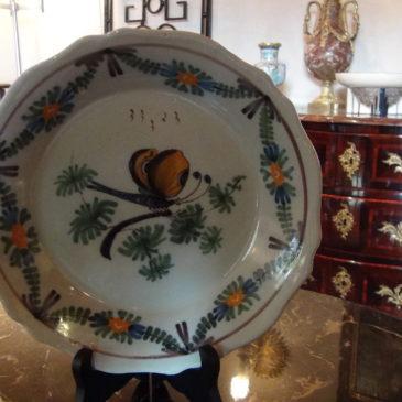 Assiettes en faïence vers 1800