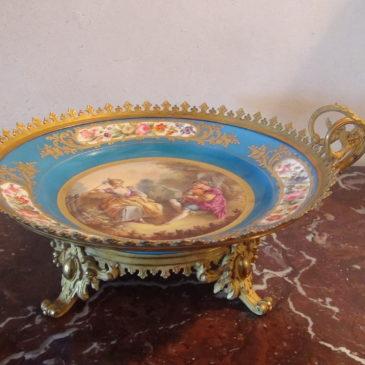 Coupe en porcelaine de Sèvres, Chateau des Tuileries.