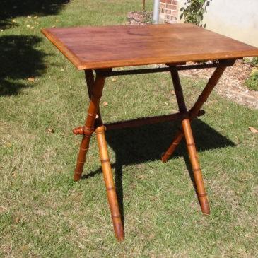 Table pliante vers 1900