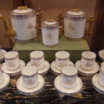 Service à café en porcelaine de Paris, milieu du XIX ème